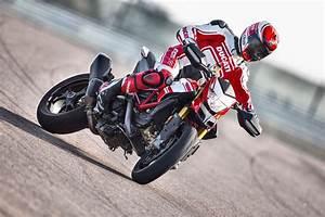 Ducati Hypermotard 939 Sp : 2018 ducati hypermotard 939 sp review totalmotorcycle ~ Medecine-chirurgie-esthetiques.com Avis de Voitures