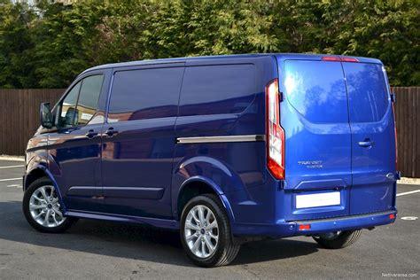 Nettivaraosa Ford Transit Custom Sport Van
