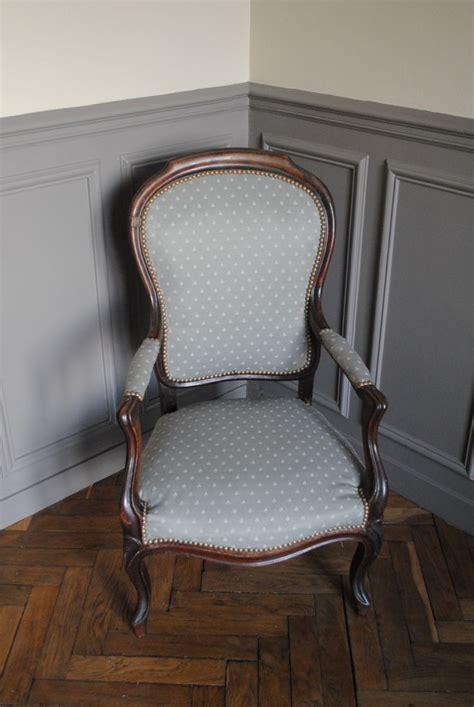 recouvrir chaise 25 best ideas about retapisser un fauteuil on
