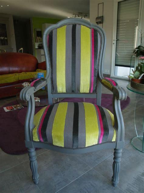 peindre un fauteuil en tissu fauteuil modernis 233 par mes soins l atelier de nanouchka