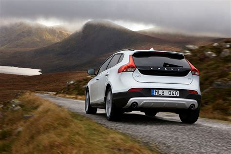 what s the new volvo commercial 2016 volvo v40 cross country commercial features nina