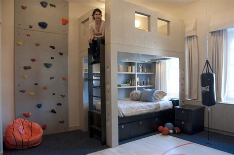 chambre avec mur en mur d 39 escalade dans une chambre d 39 enfant