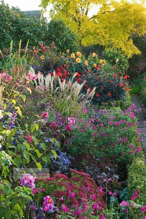 Cottage Garten Pflanzen by Photo Perennial Cottage Garden
