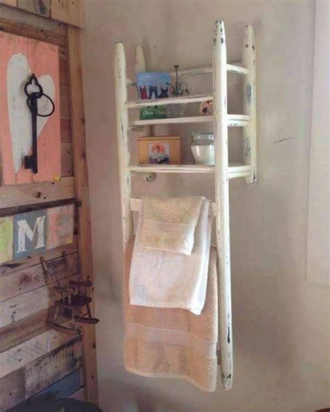 chaise de salle de bain idée décoration salle de bain rangement de salle de bain avec une vieille chaise de récup 12