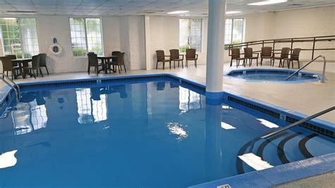 inn tub charlevoix inn suites charlevoix mi hotels