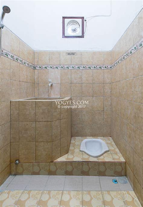 kamar mandi luar  air panas  nibenia homestay
