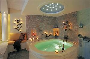 Hotels with in room jacuzzi eccentric hotels for Honeymoon suites with jacuzzi in room