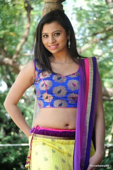 dressing below navel saree priyanka navel