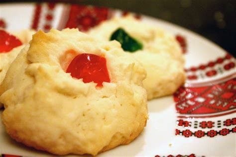Shortbread cookies are the perfect christmas cookies. Cornstarch Shortbread Cookies - Canada Cornstarch Shortbread Cookies : Try making these easy ...