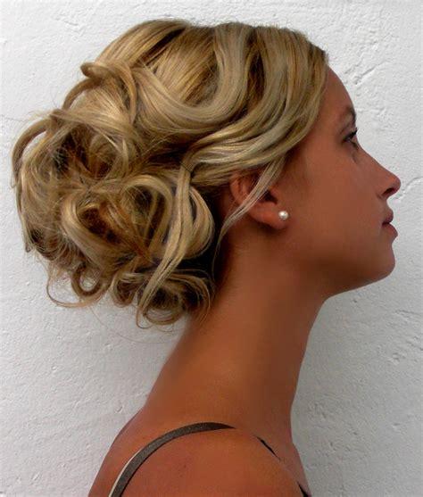 chignon fete facile coiffure pour ceremonie cheveux court abc coiffure