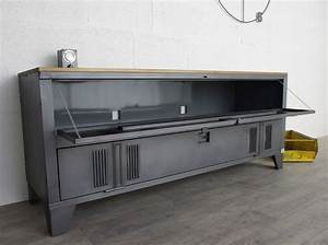 Meuble Tv Casier Industriel : un buffet industriel avec un vestiaire 2 portes et plateau en bois uberhouse pinterest ~ Nature-et-papiers.com Idées de Décoration
