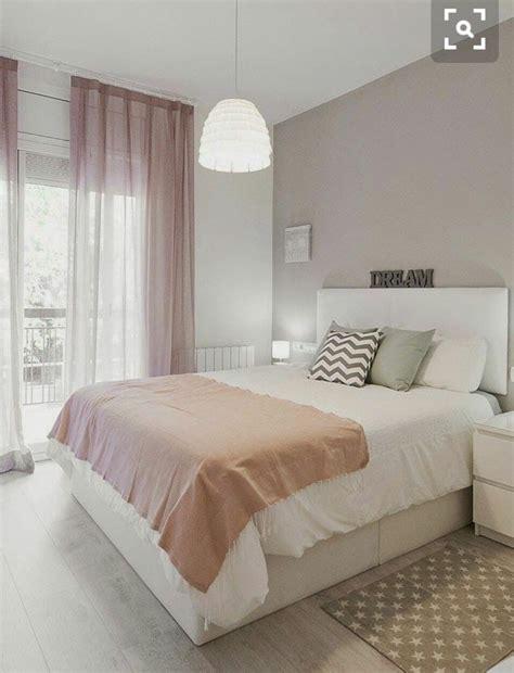 dormitorio en colores blanco gris  rosa decoracion en