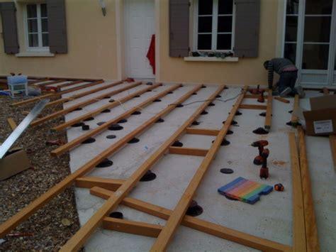 poser une terrasse en bois sur dalle beton construire une terrasse en bois sur terre