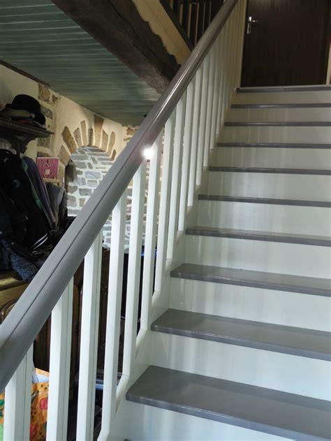 comment peindre un escalier vernis comment repeindre un escalier en bois vernis