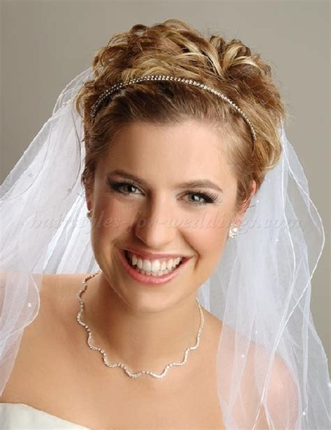 wedding caps and veils   short wedding hairstyle with two