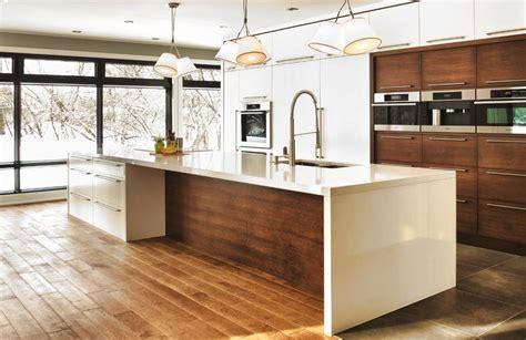 cuisine contemporaine bois cuisine contemporaine aux meubles blancs ou bois foncé