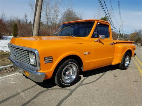 1971 Chevrolet C-10 Shortbed Stepside Pickup Truck. V-8