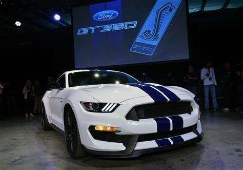 ford details  shelby gt  gtrs suspension