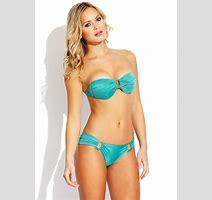 Elisandra Tomacheski Showing Off Her Bikini Body In Guria Collection