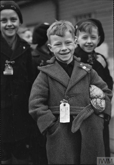 dutch child refugees arrival  britain  tilbury essex
