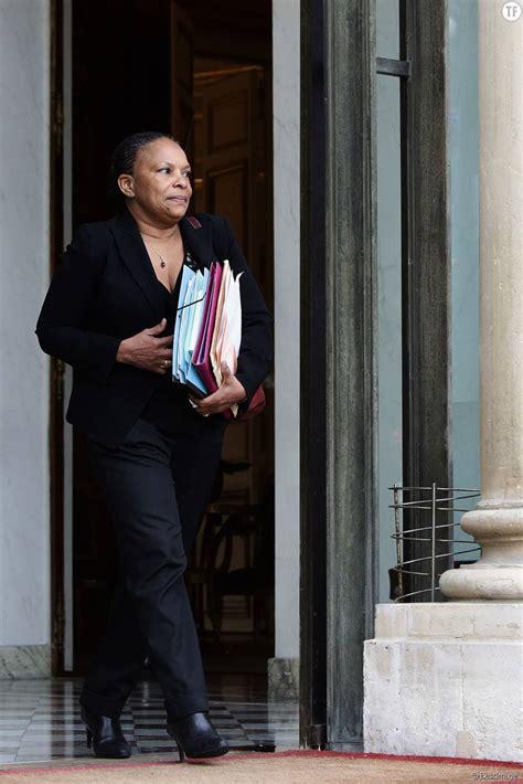 christiane taubira garde des sceaux ministre de la justice sortant du conseil des ministres au