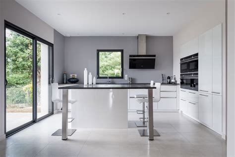 cuisine moderne avec ilot central cuisine siematic moderne en laque blanche avec un îlot