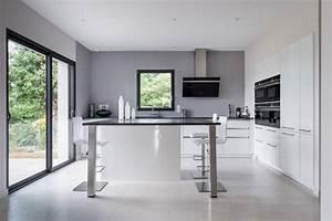 cuisine siematic moderne en laque blanche avec un ilot With salle À manger contemporaine avec ilot central cuisine gris