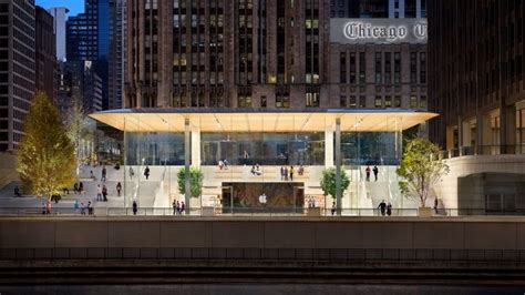 Store Chicago by Landlord Of Apple S New Flagship Chicago Store Puts It Up