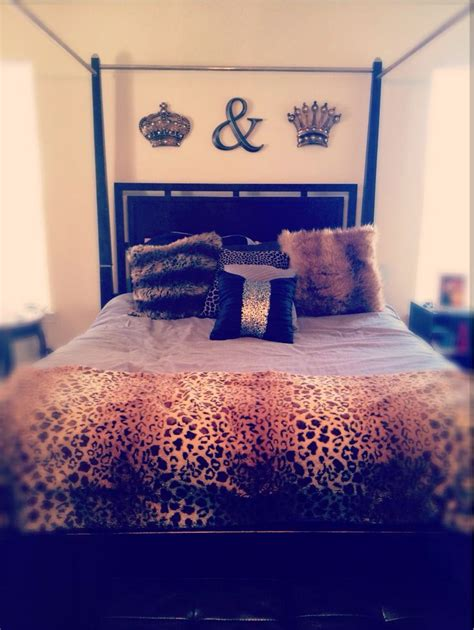 king and queen bedroom decor 1000 ideas about cheetah print walls on 18994