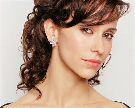 foto de Jennifer love hewitt goes without makeup products in