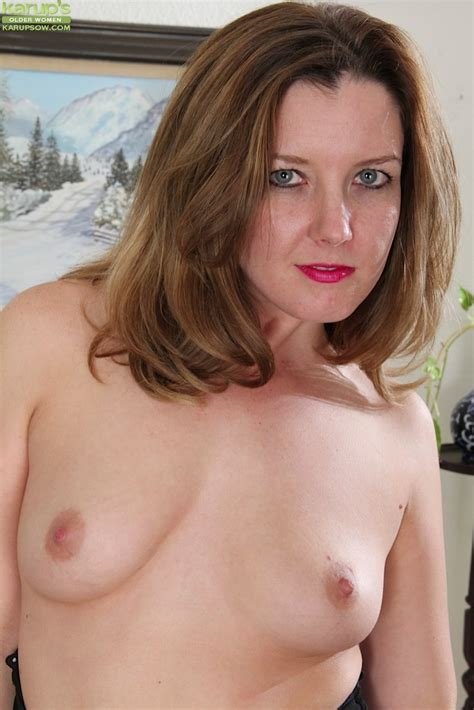 Milf deliliah stevenson Shows Off Her Thick Bare Ass