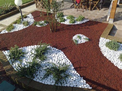 Deco De Jardin Avec Caillou La D 233 Co De Jardin Originale Et Pratique Parterre De