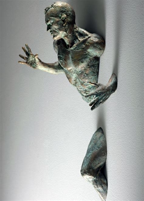 matteo pugliese kaufen realistische wand skulpturen entflehen wohnung w 228 nde skulptur und wandgestaltung
