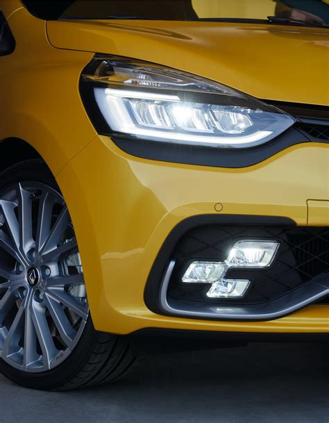 renault unveils restyled clio rs 200 edc rs 220 trophy plus gt line look pack
