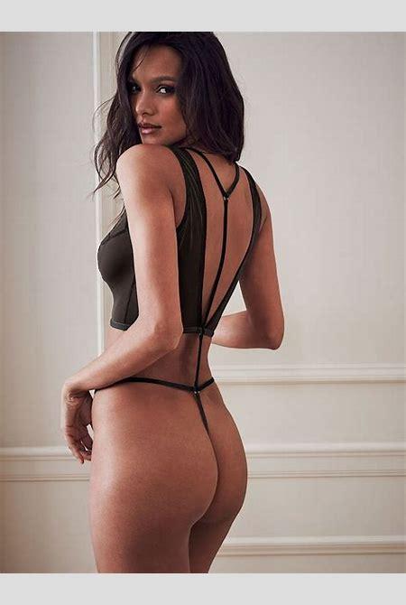 Lais Ribeiro ostenta curvas impecáveis em novas fotos de lingerie - Vogue | Gente