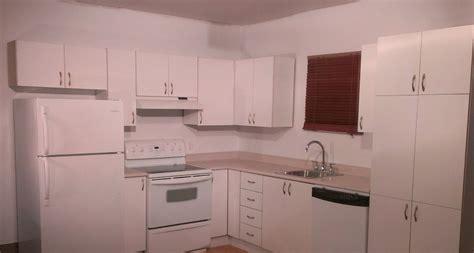 peinture d armoire de cuisine transformer facilement des armoires de cuisine en mélamine