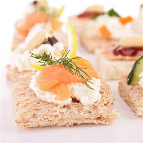 canap au saumon recette canapés au saumon fumé ou autres poissons fumés