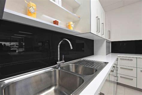 poser une credence de cuisine cr 233 dence inox verre d 233 co quel mat 233 riau choisir c 244 t 233 maison