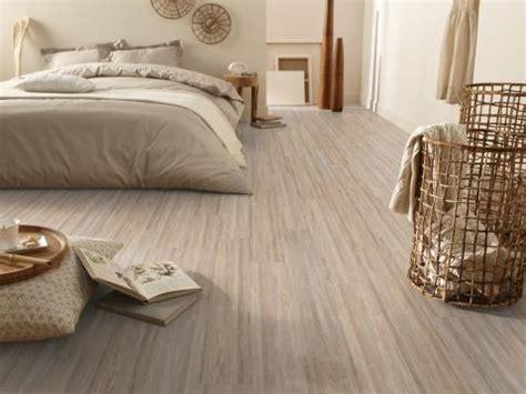 revêtement de sol chambre à coucher le vinyle comme sol pour chambre élégant durable et
