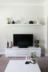 kleines wohnzimmer einrichten tv sideboard weiß schwebendes wandregal living room - Wandregal Wohnzimmer