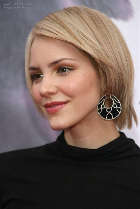 katharine mcphees easy   short hairstyle