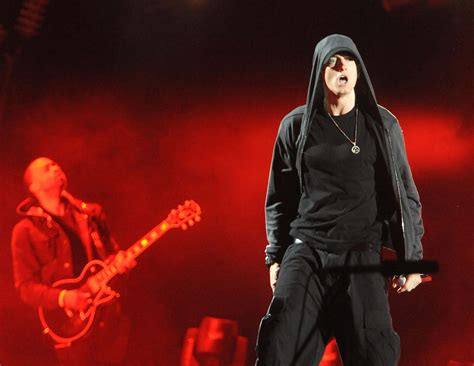 Eminem Shares His Thoughts about 2Pac's 'Hit 'Em Up' Diss ...
