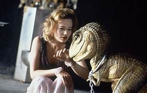 Samantha Mathis as Princess Daisy with Yoshi from Super ...