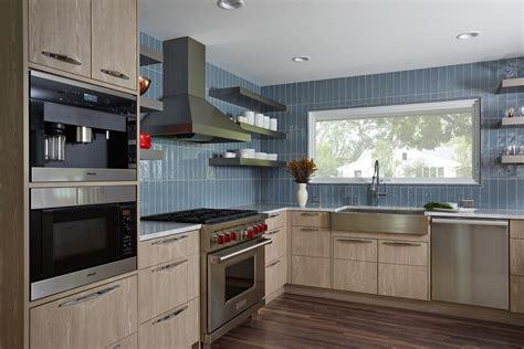 Vertical Tile Backsplash : 27 Kitchen Backsplash Designs