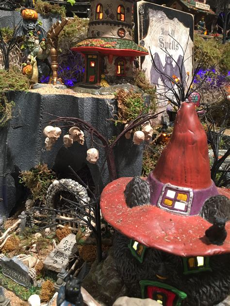 halloween showcase displays