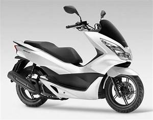 Honda 125 Scooter : 2017 honda pcx125 receives led lights and is euro 4 compliant autoevolution ~ Medecine-chirurgie-esthetiques.com Avis de Voitures