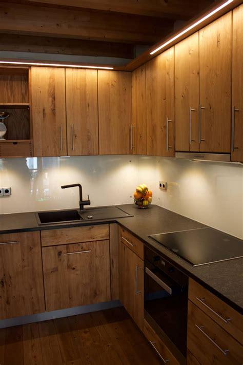 Massivholzkuche Ikea by Raumhohe Massivholzk 252 Che In Eiche Wildholz Mit Granit