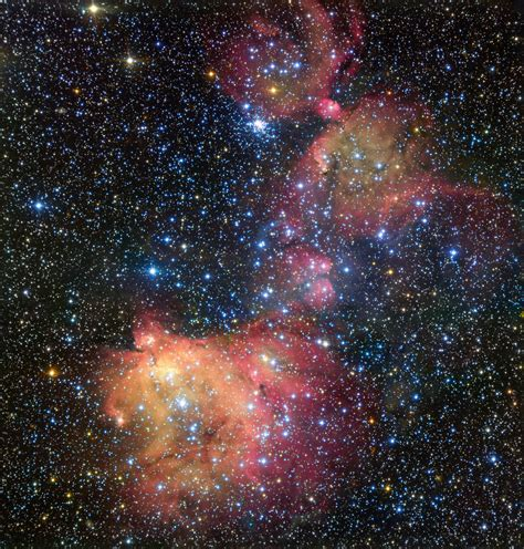 large star vlc sees birth in the large magellanic cloud astronomy now
