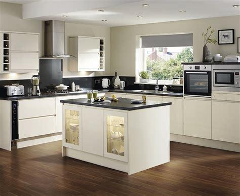 kitchen design howdens clerkenwell gloss ivory kitchen contemporary kitchens 1223
