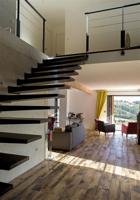 ouverture cuisine sur sejour maison bois contemporaine au coeur des monts du cantal